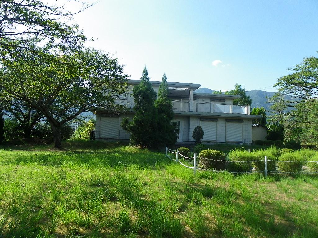 琵琶湖まで徒歩1分、広い敷地の元幼稚園保養所 滋賀県大津市北比良