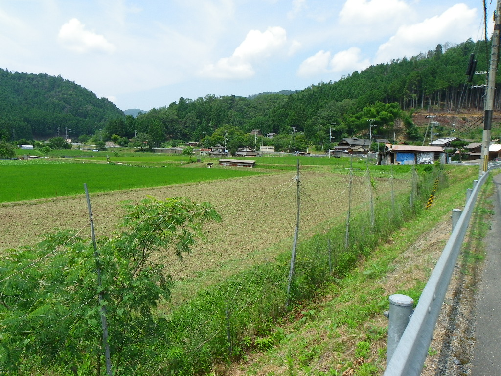 約4反近くの田畑と農機具一式付き農家住宅。  南丹市日吉町四ッ谷
