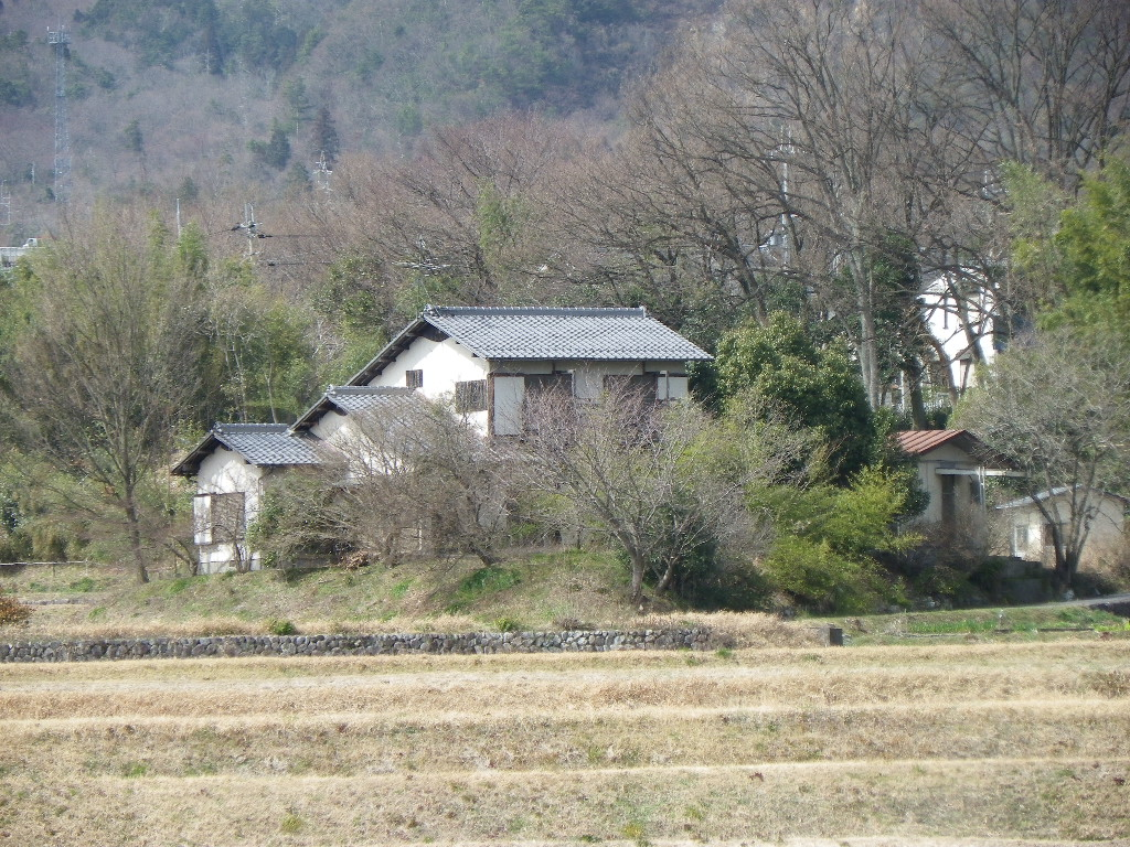 比良山脈見渡す田園に立地した和風邸宅、琵琶湖・駅近隣。京都・大阪通勤可能 ◎