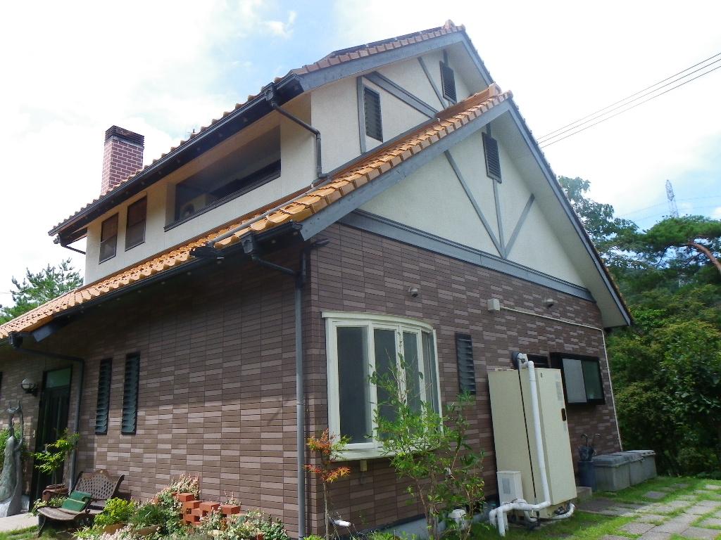 広い敷地の田舎住宅・内装ウッディなアトリエ工房などにも使える離れも有り。  広い敷地・内装ウッディな