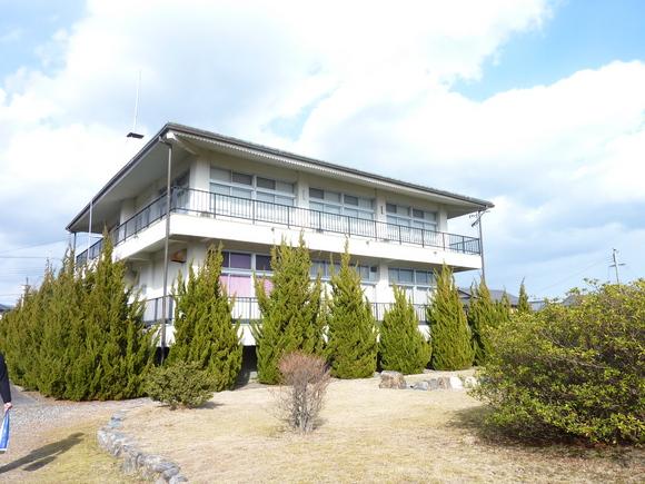 琵琶湖湖畔の旧保養所、テニスコートや庭園など有り。部屋から琵琶湖の対岸一望の絶景。京都・大阪通勤可能 ◎