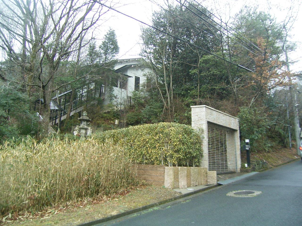 茶筅の里、生駒高山の高級住宅地内の山間住宅。 ◎