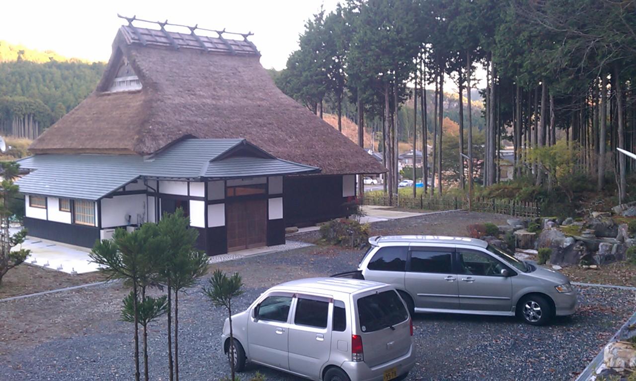 ◎奥京都京北の草葺移築古民家。新葺きで草屋根美しい。囲炉裏、倉庫も有り。 ◎奥京都京北の草葺移築古民家。新葺きで草屋根美しい。囲炉裏、倉庫も有り。