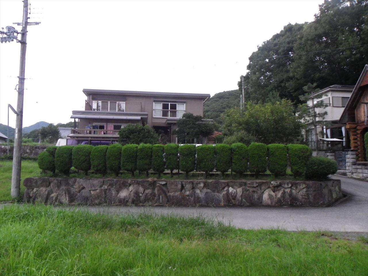 ◆前面に池や山々を眺められる景色のよい三田市の住宅物件◆ ◎前面に池や山々を眺められる景色のよい三田市の住宅物件◎