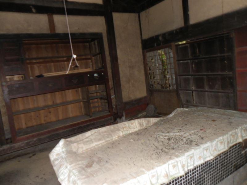 ◆ベンガラ塗の古民家物件。2階建て納屋付。家庭菜園等可能。要補修◆  ◎ベンガラ塗の古民家物件。2階建て納屋付。◎